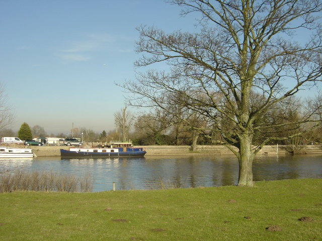 River Trent near Trent Lock - geograph.org.uk - 685849