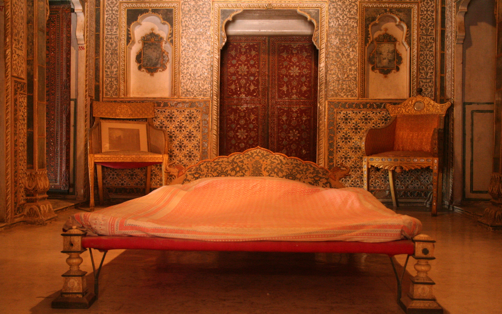 description royal bedroom at chandra mahal junagarh fort