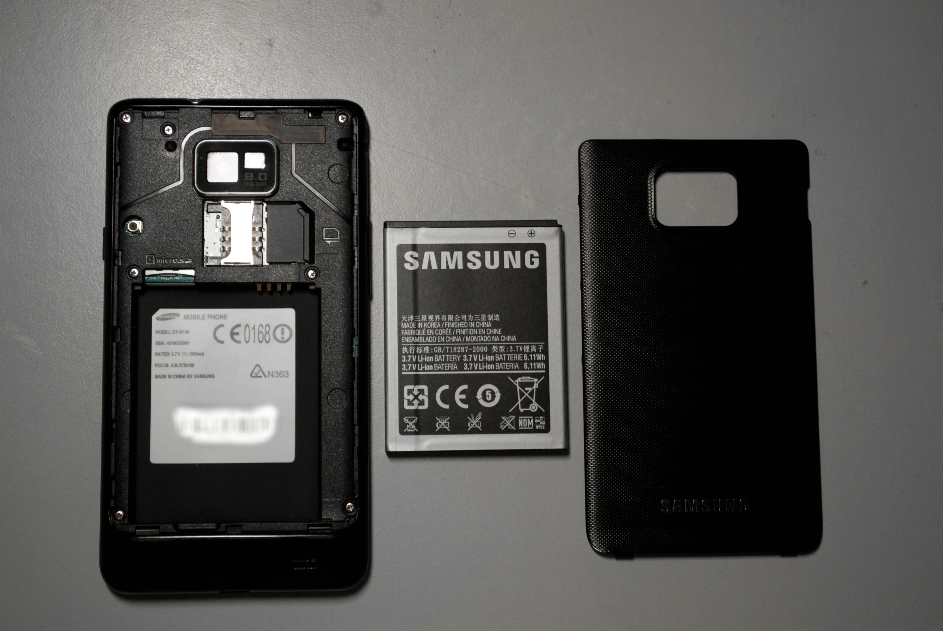 Description Samsung Galaxy S 2 and its removable parts.jpg