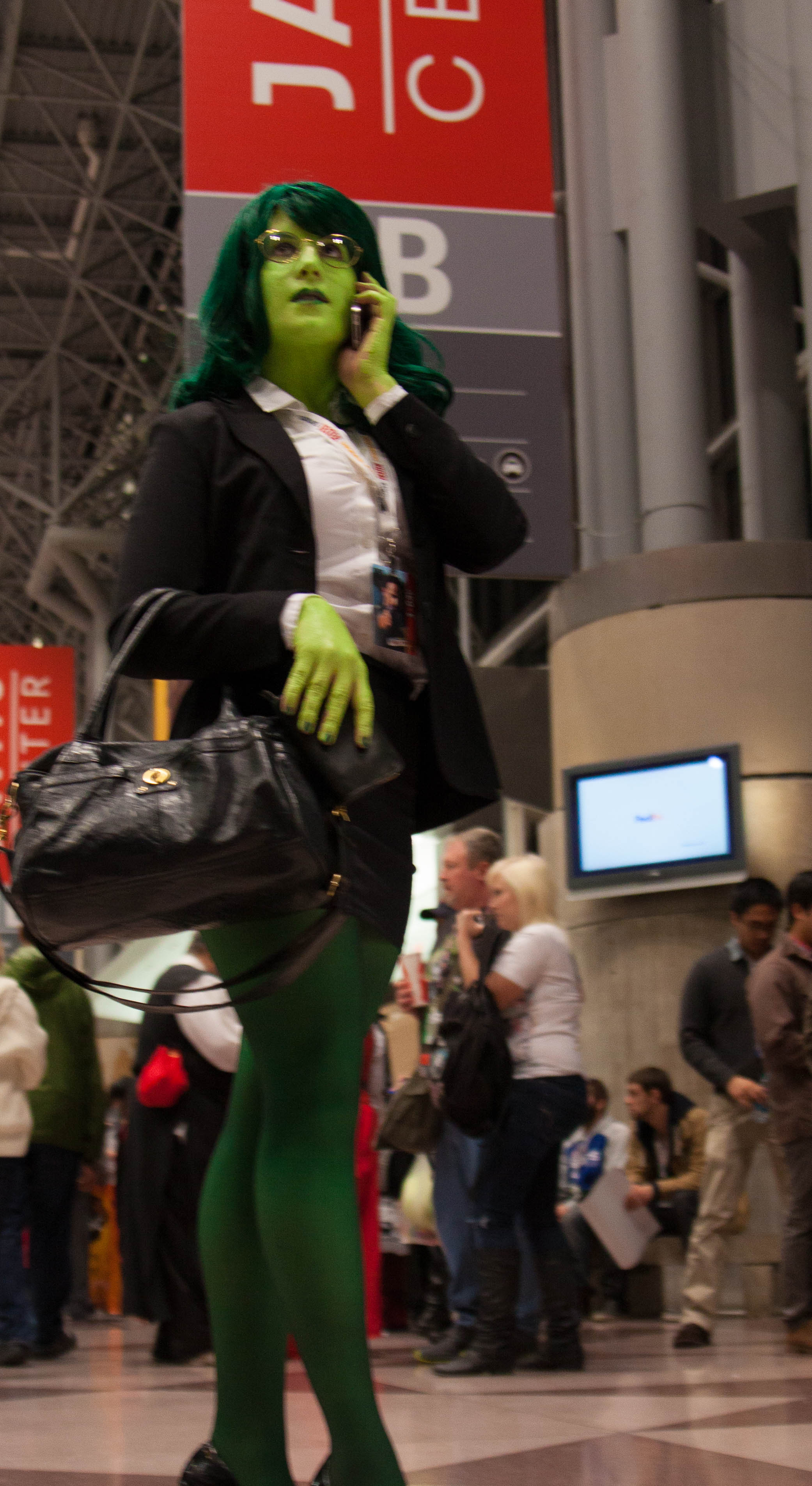 FileShe-Hulk cosplay lawyer suit NYCC2012.jpg & File:She-Hulk cosplay lawyer suit NYCC2012.jpg - Wikimedia Commons