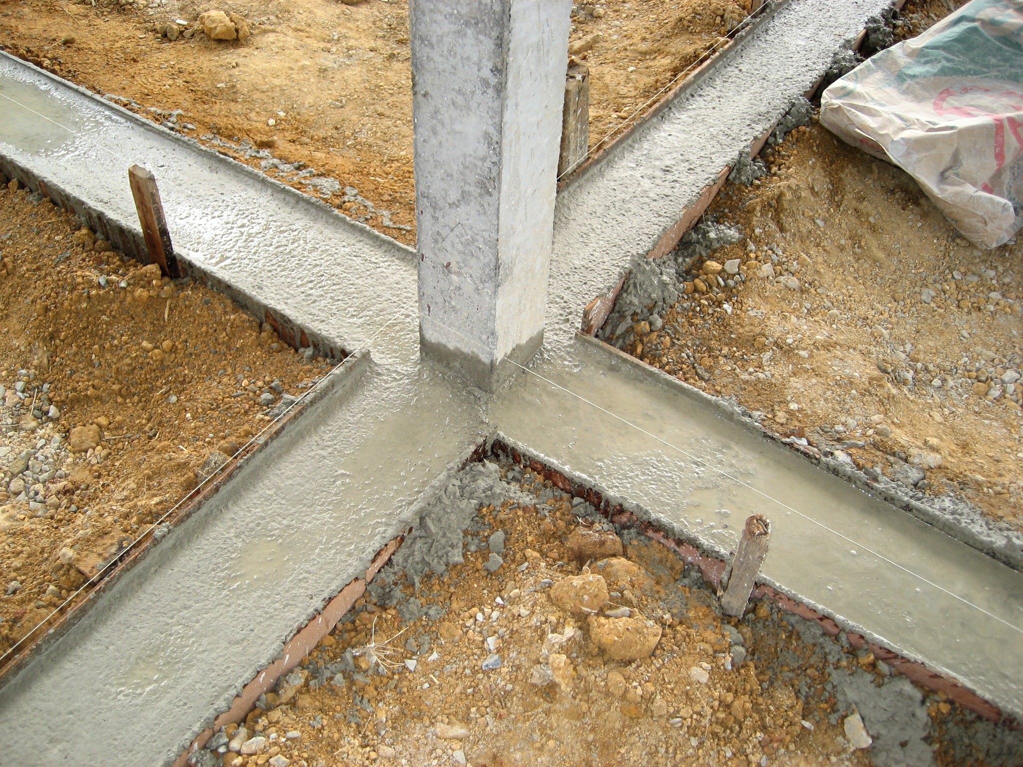 File Thai House Concrete Footing Jpg Wikimedia Commons