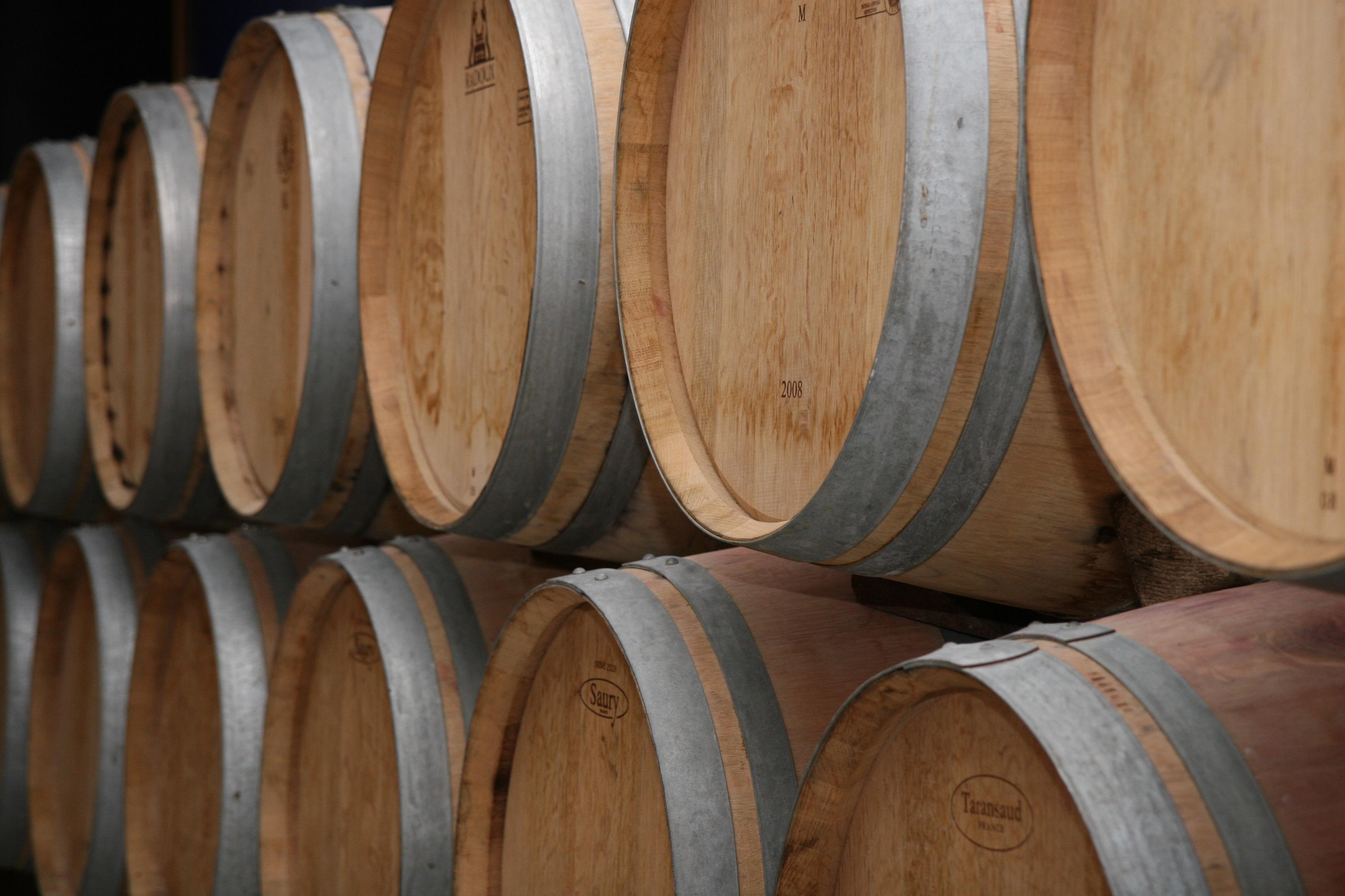 Une Cave A Vin file:tonneaux rempli de vin dans une cave (19567343322)