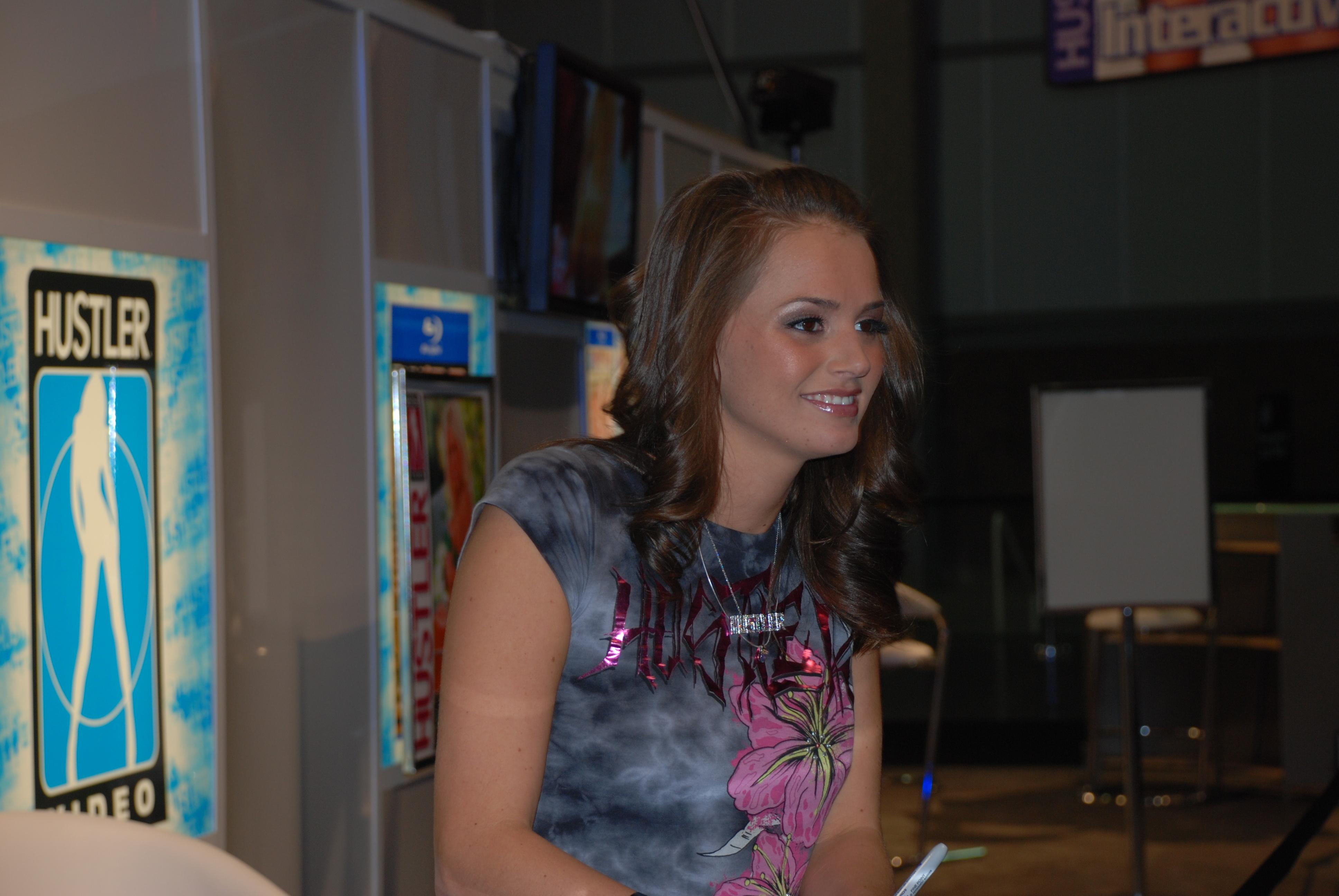 File:Tori Black at AVN Adult Entertainment Expo 2009 1.jpg