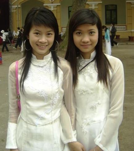 filetwo girls in white aodaijpg wikimedia commons