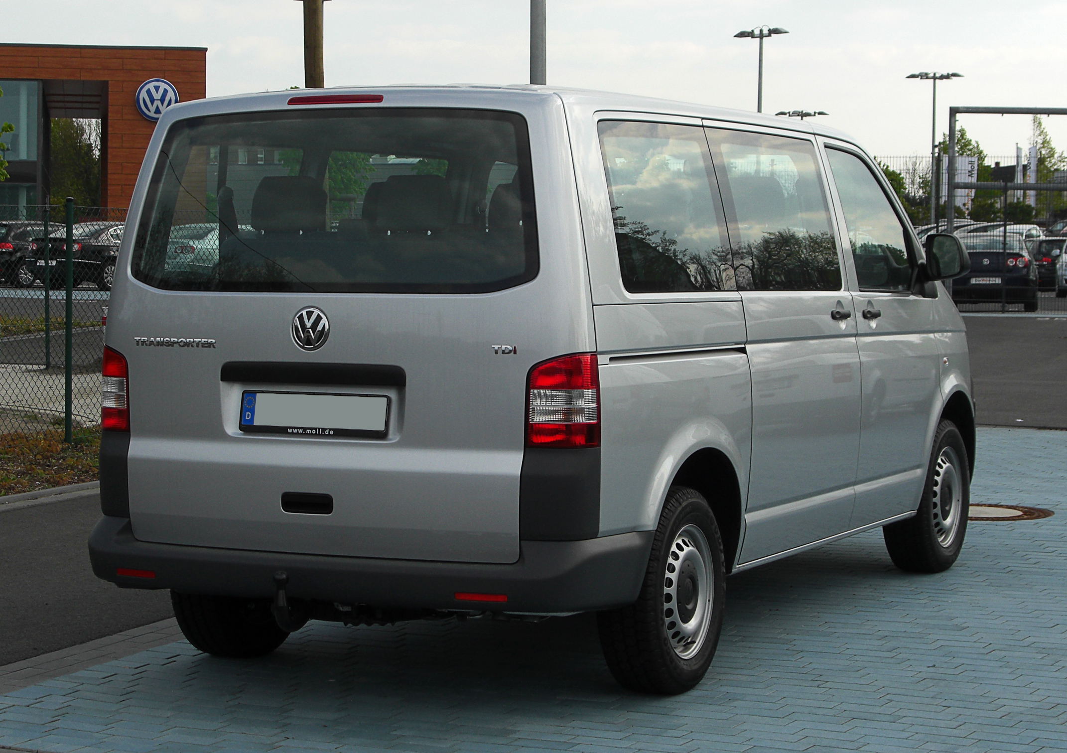 file vw transporter kombi 2 0 tdi t5 facelift heckansicht 17 april 2011 d. Black Bedroom Furniture Sets. Home Design Ideas