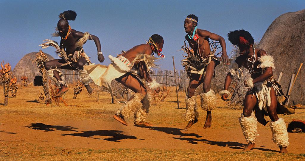 Plemena - Page 2 Zulu_dancers