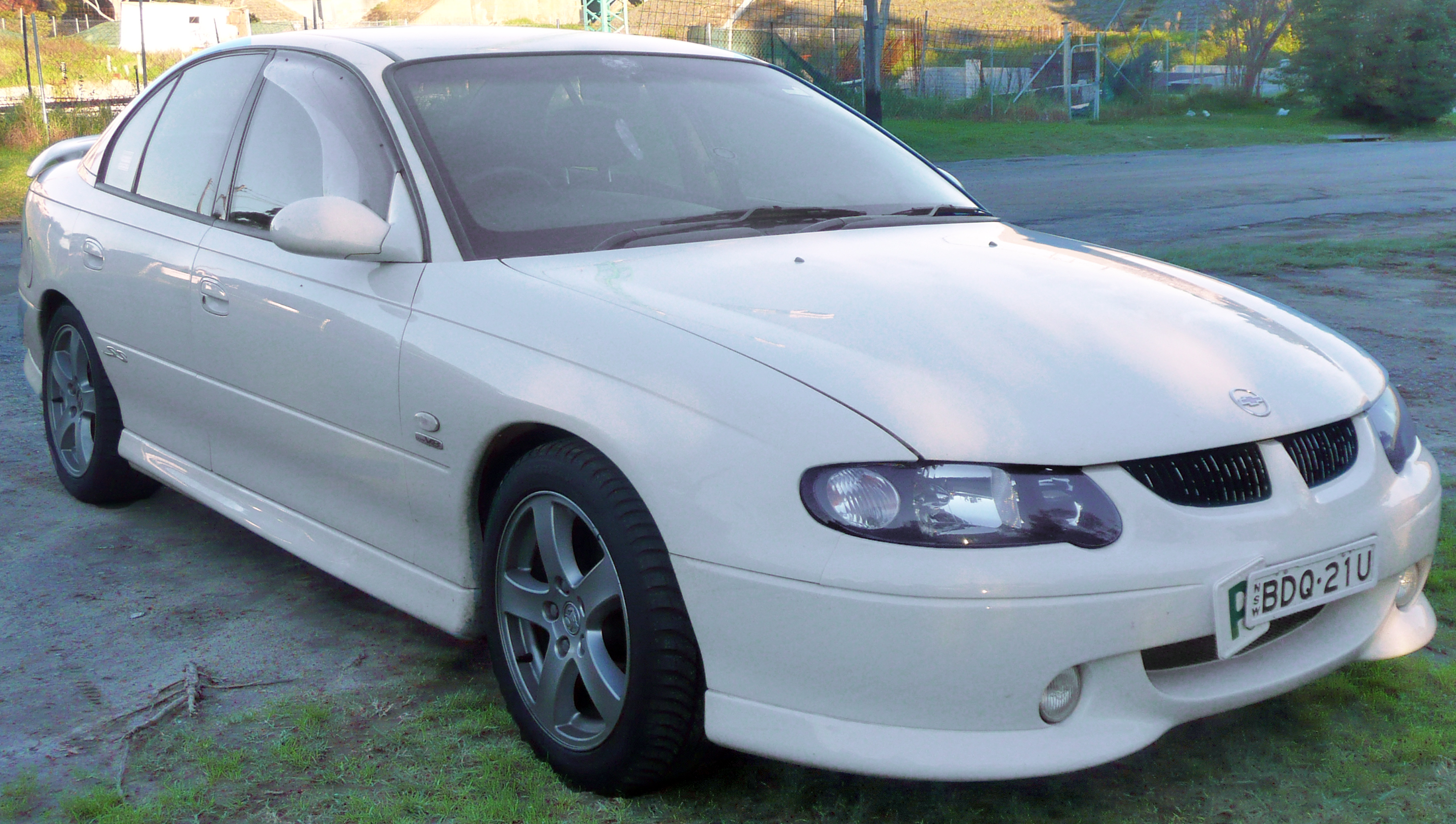 File20002001 Holden VX Commodore SS sedan 04jpg  Wikimedia Commons