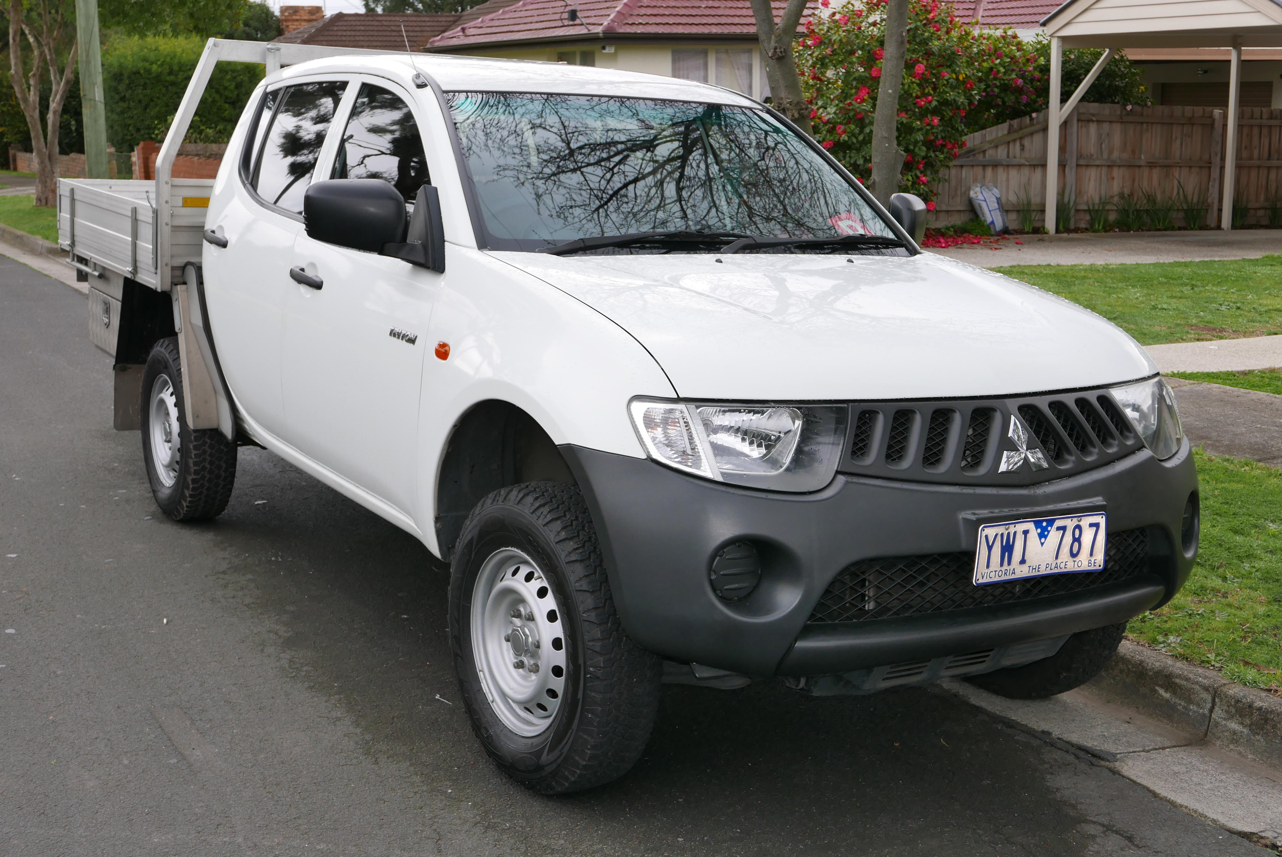 File 2007 Mitsubishi Triton Ml My08 Glx 4wd 4 Door Cab Chassis 2015 08 07 Jpg Wikimedia Commons