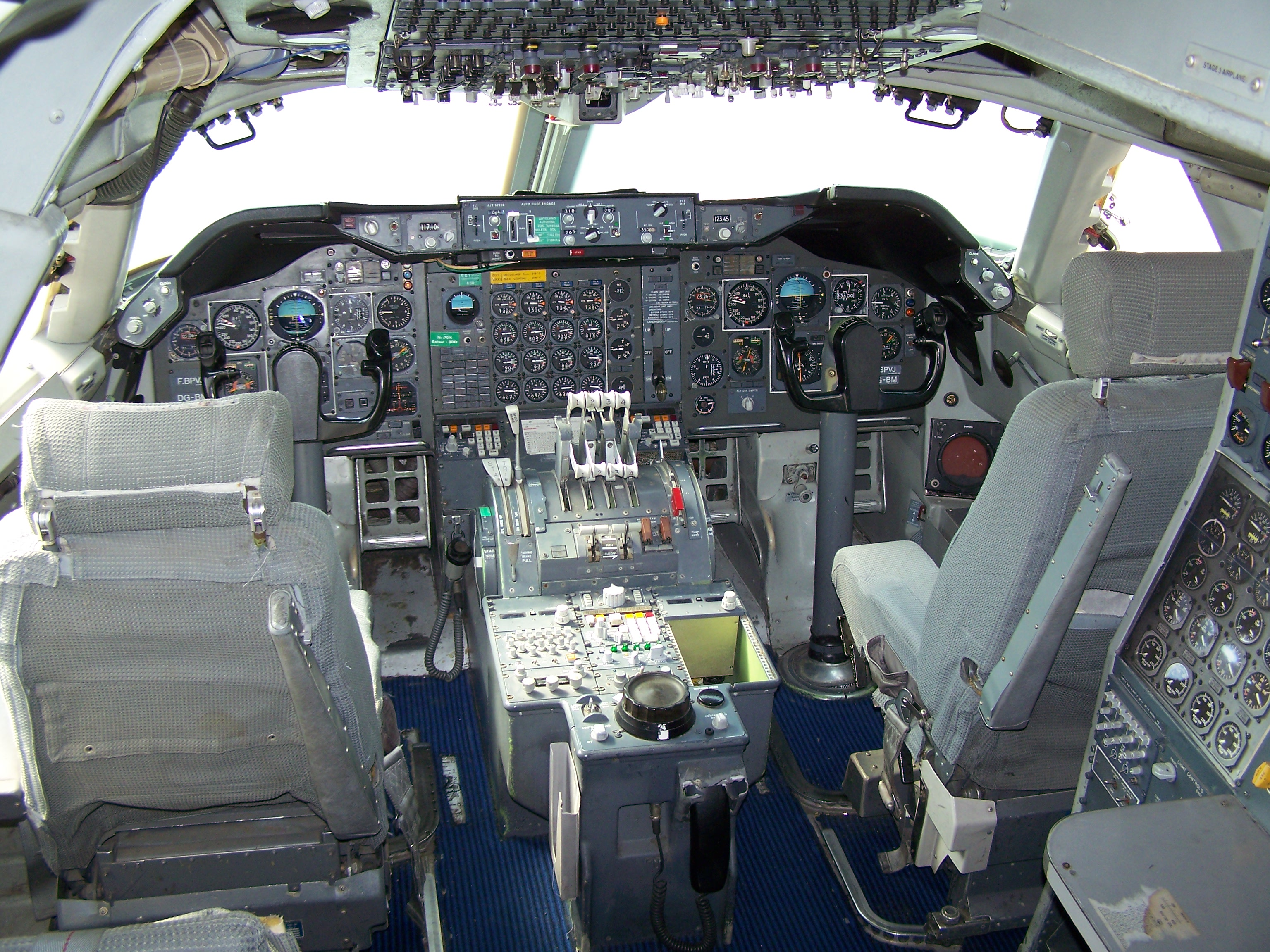 File 747 cockpit mus e de l 39 air et de l 39 espace for Interieur 747 air france