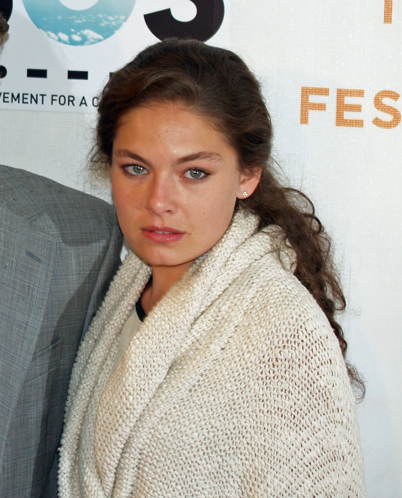 The 38-year old daughter of father (?) and mother(?) Alexa Davalos in 2020 photo. Alexa Davalos earned a million dollar salary - leaving the net worth at 4 million in 2020