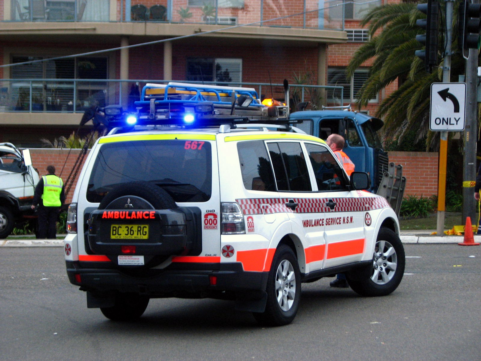 File:Ambulance NSW Mitsubishi Pajero Di-D Paramedic vehicle - Flickr - Highway Patrol Images.jpg ...