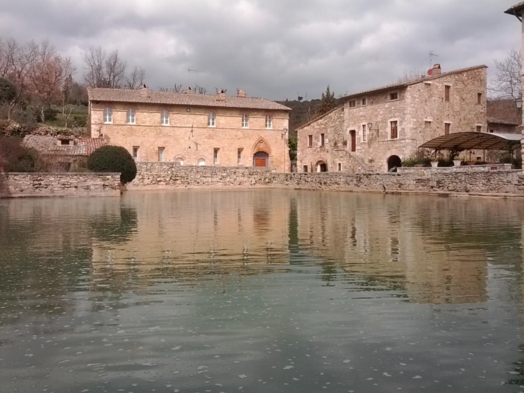 File:Bagni Vignone - Siena.jpeg - Wikimedia Commons