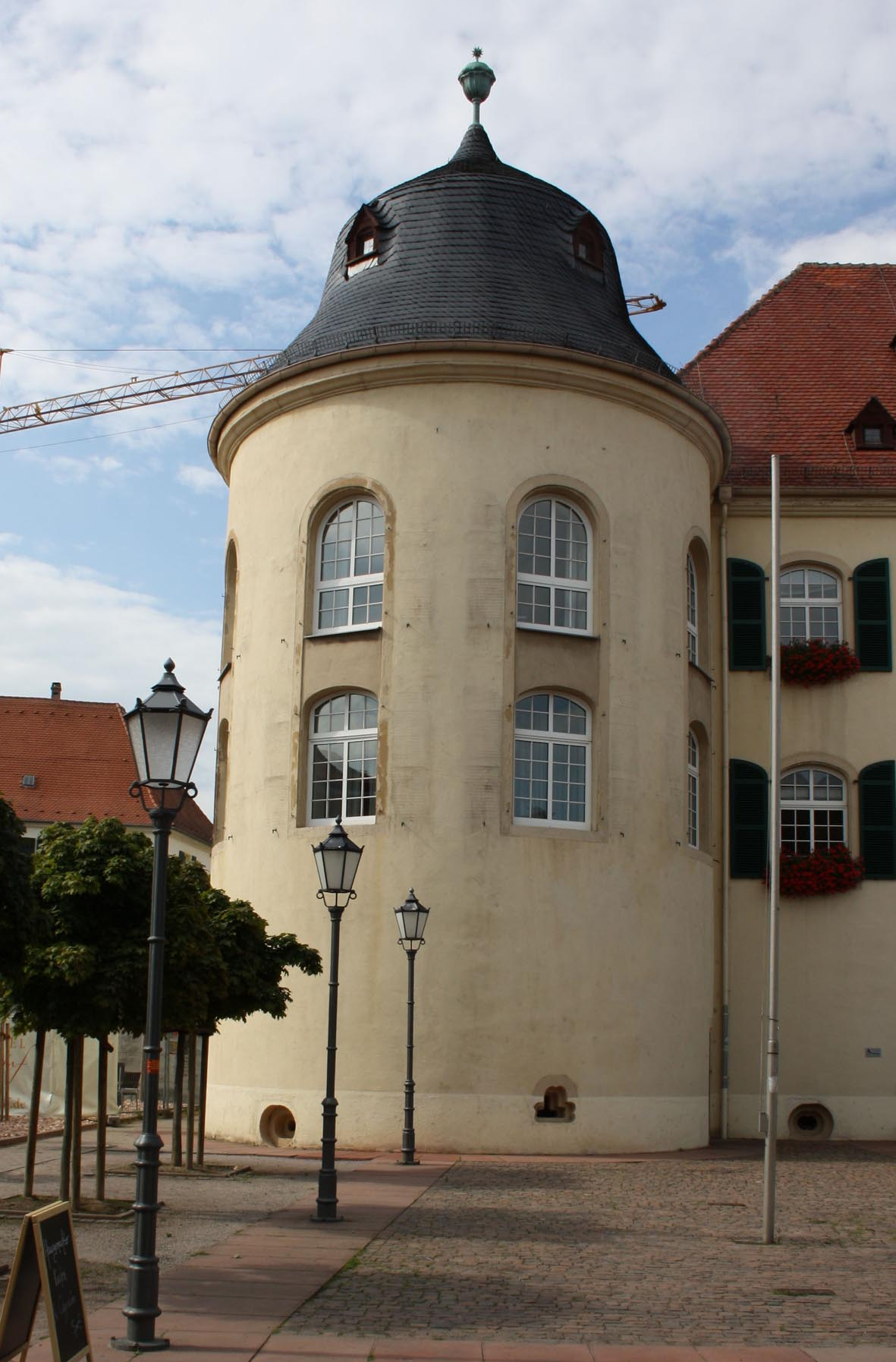 Bergzabern - westliche Turm der Südseite.jpg