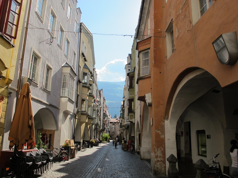 File bressanone via portici maggiori jpg wikipedia for Hotel a bressanone centro storico