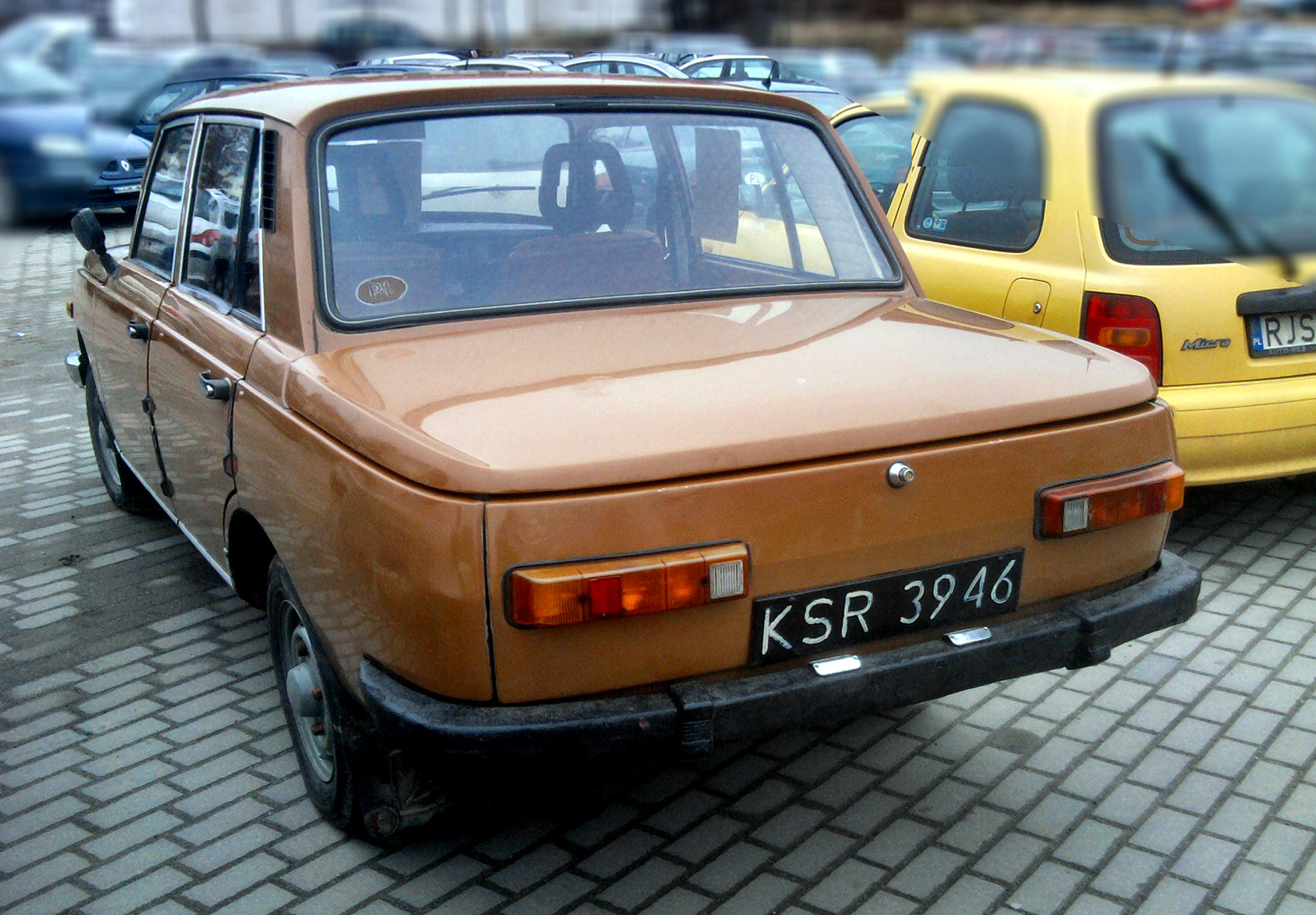 File:Brown Wartburg 353 (1983) seen in Jasło, Poland.jpg