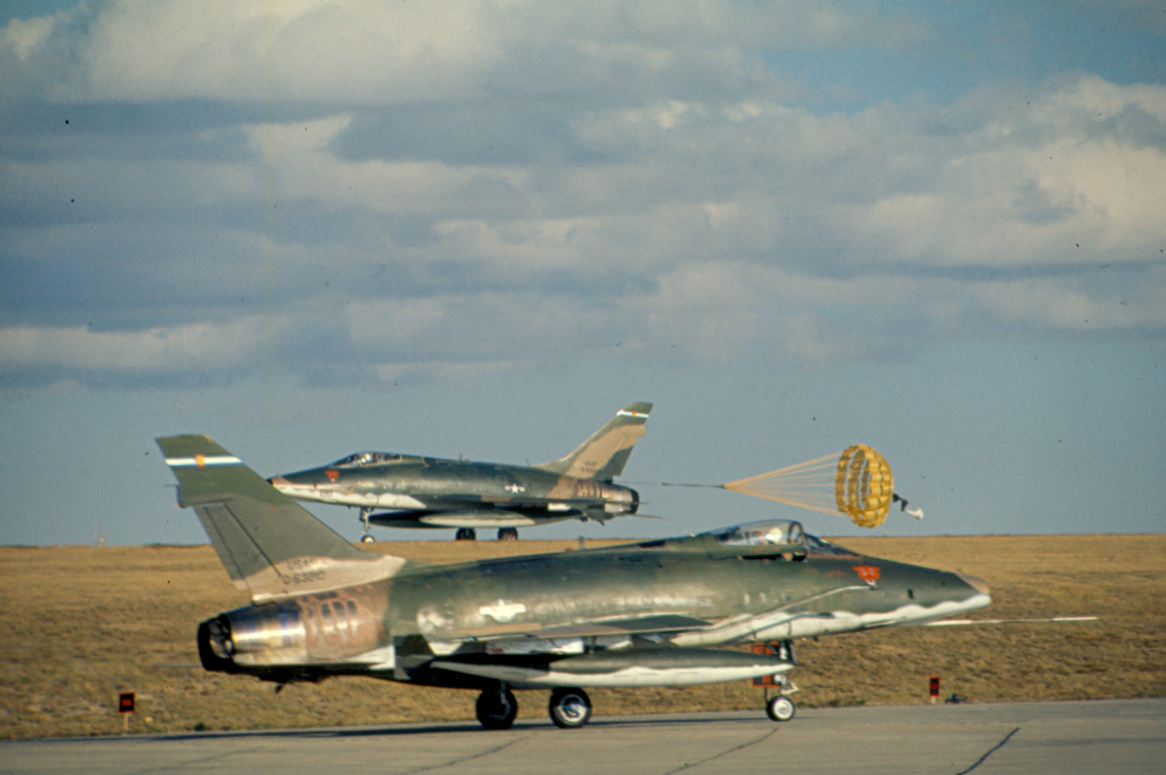 """closet paint ideas - Trumpeter 1 72 F 100F Super Sabre """"Wild Weasel"""" Page 3"""