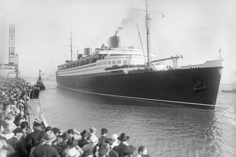 """""""Bremen"""" on her maiden voyage"""