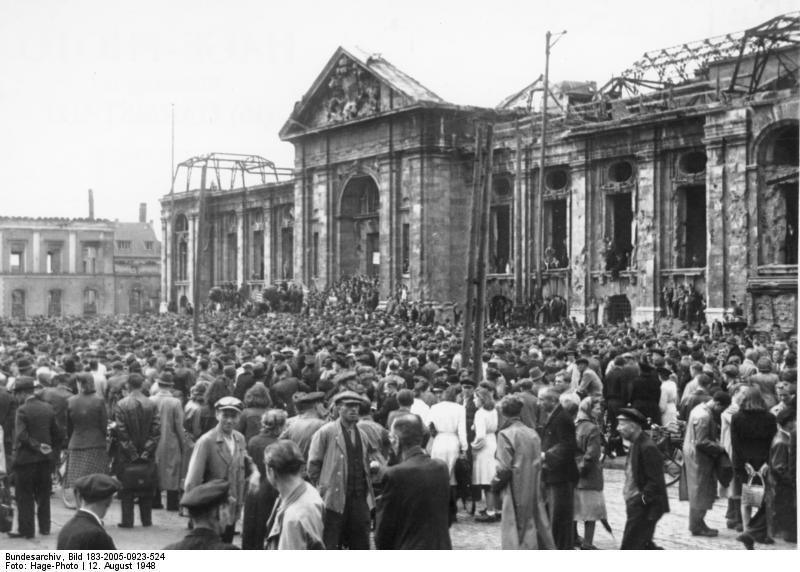 File:Bundesarchiv Bild 183-2005-0923-524, Darmstadt, Protestkundgebung der Gewerkschaften.jpg