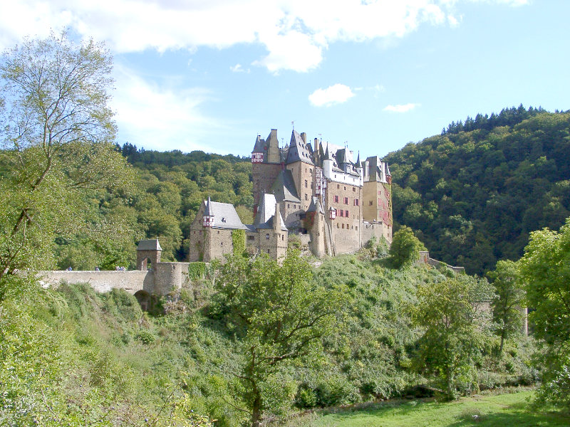 http://upload.wikimedia.org/wikipedia/commons/d/d8/Burg_Eltz.JPG