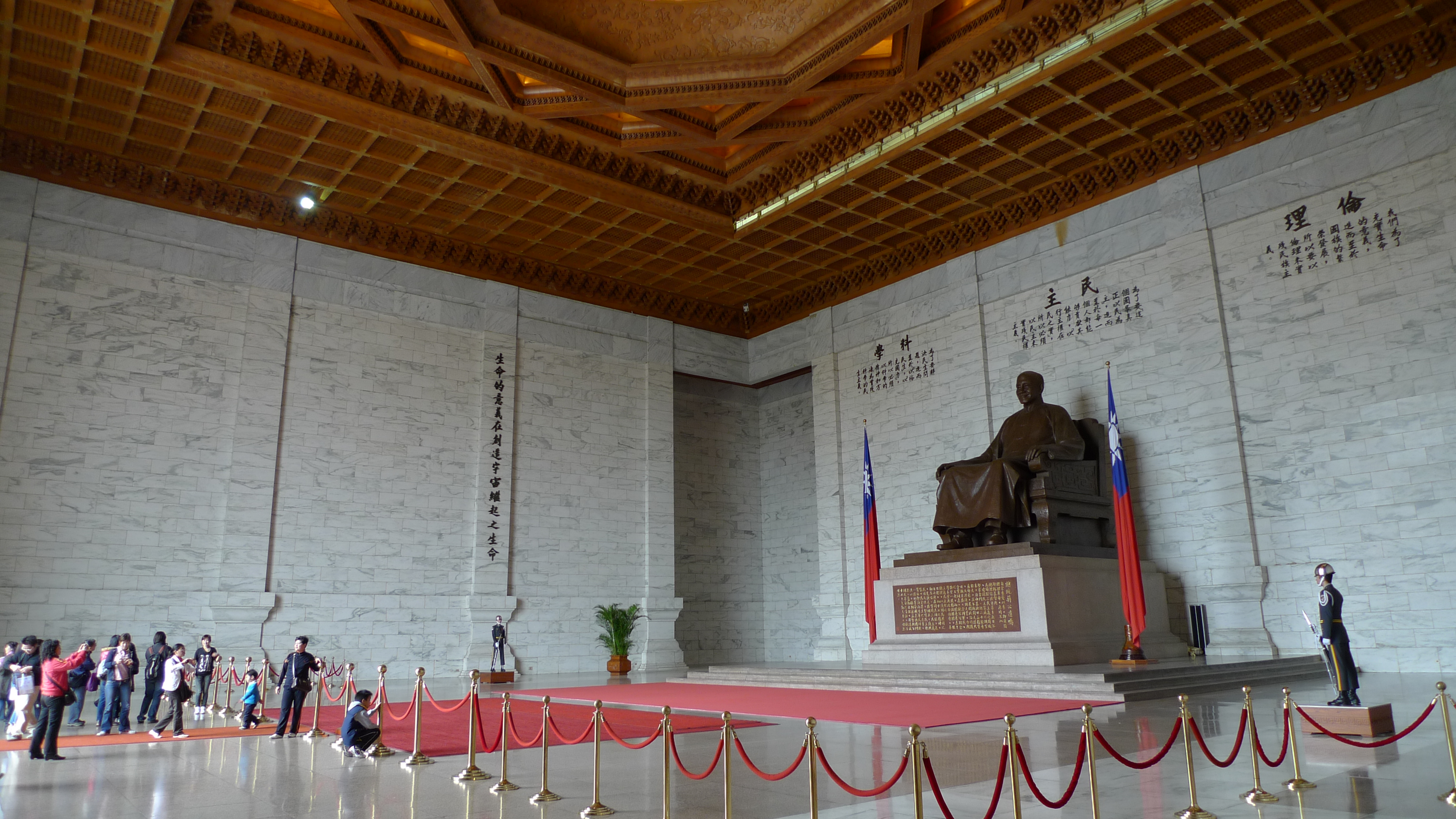File:Chiang Kai-shek Memorial Hall Interior Side.JPG ...