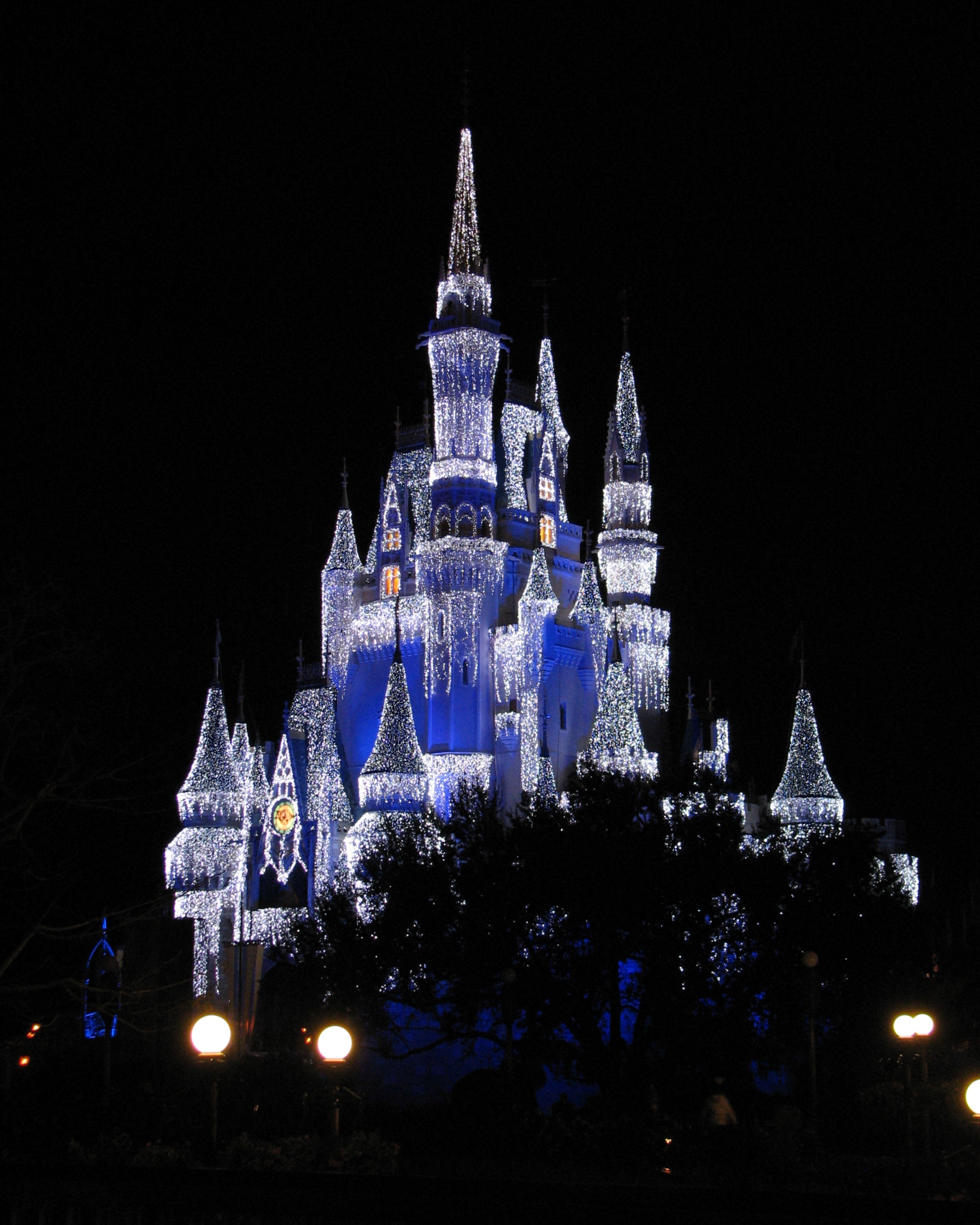 File:Cinderella Castle With Holiday Lights.jpg