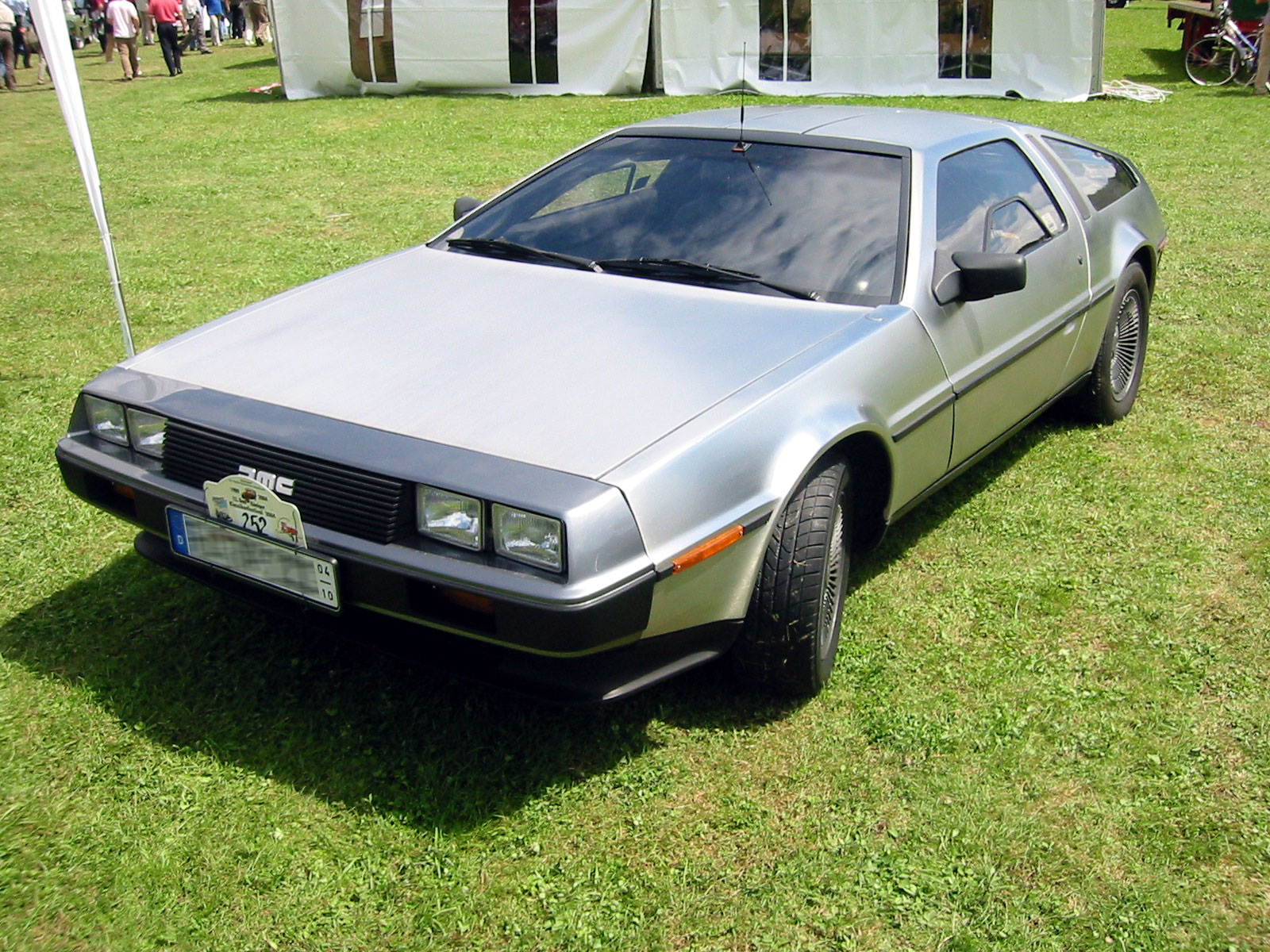 Delorean_dmc12_front.jpg