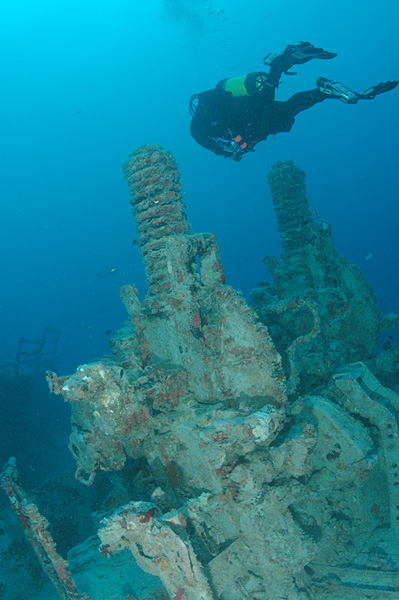 file diver near an old gun mount spiegel grove wreck key largo wikipedia. Black Bedroom Furniture Sets. Home Design Ideas