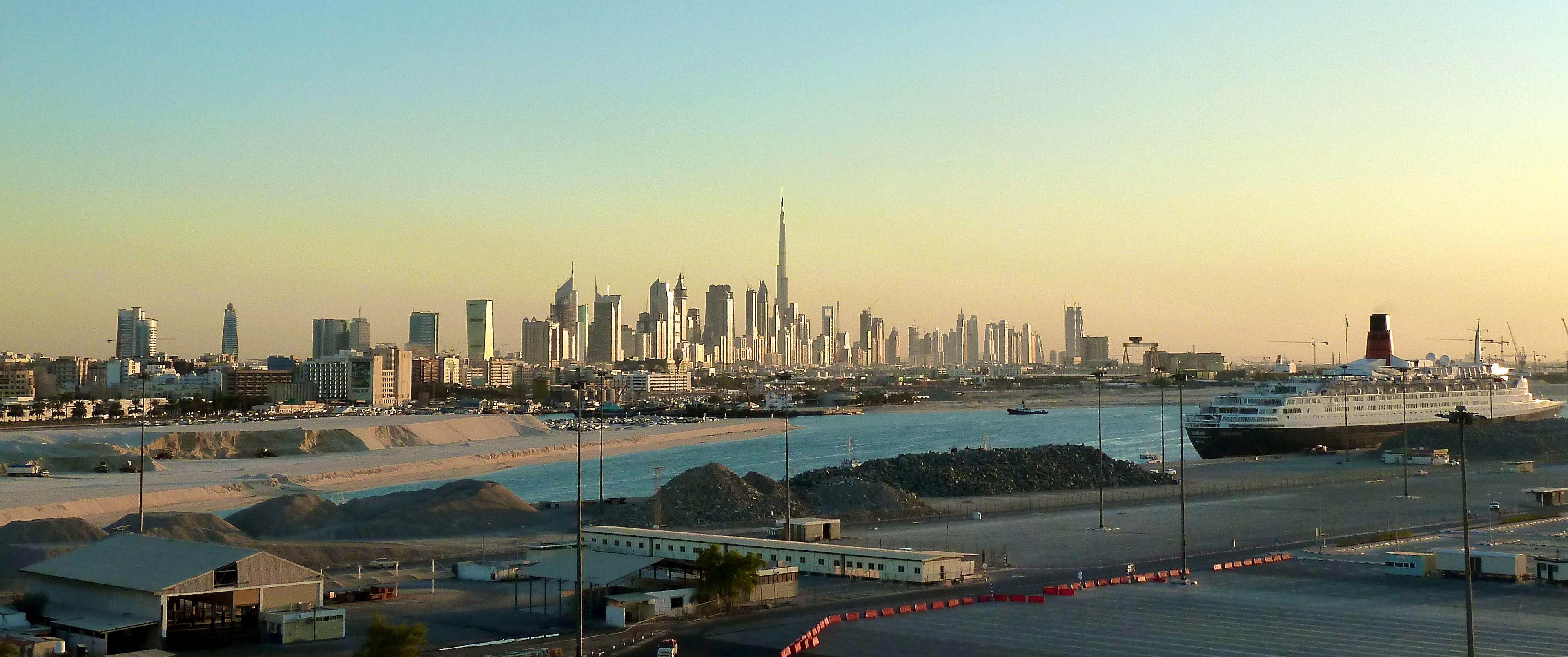 File:Dubai's skyline at dawn.jpg - Wikimedia Commons