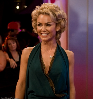 The 42-year old daughter of father (?) and mother(?) Kelly Carlson in 2018 photo. Kelly Carlson earned a  million dollar salary - leaving the net worth at 0.9 million in 2018