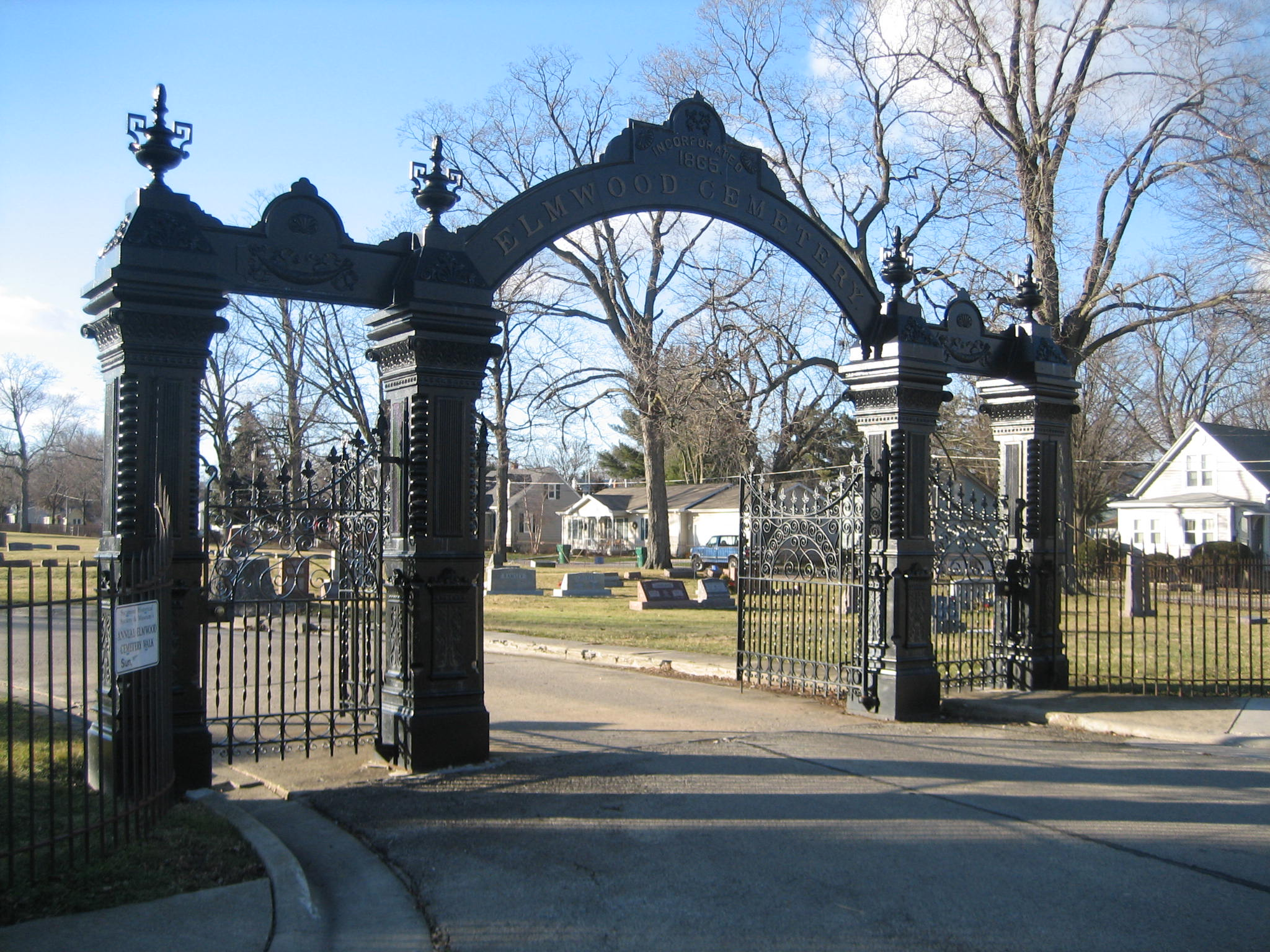 Elmwood Cemetery Gates Sycamore Roadtrippers