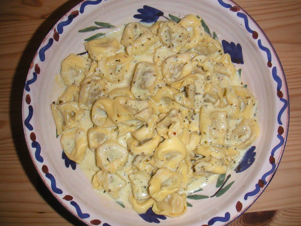 https://upload.wikimedia.org/wikipedia/commons/d/d8/Flickr_-_cyclonebill_-_Tortellini.jpg