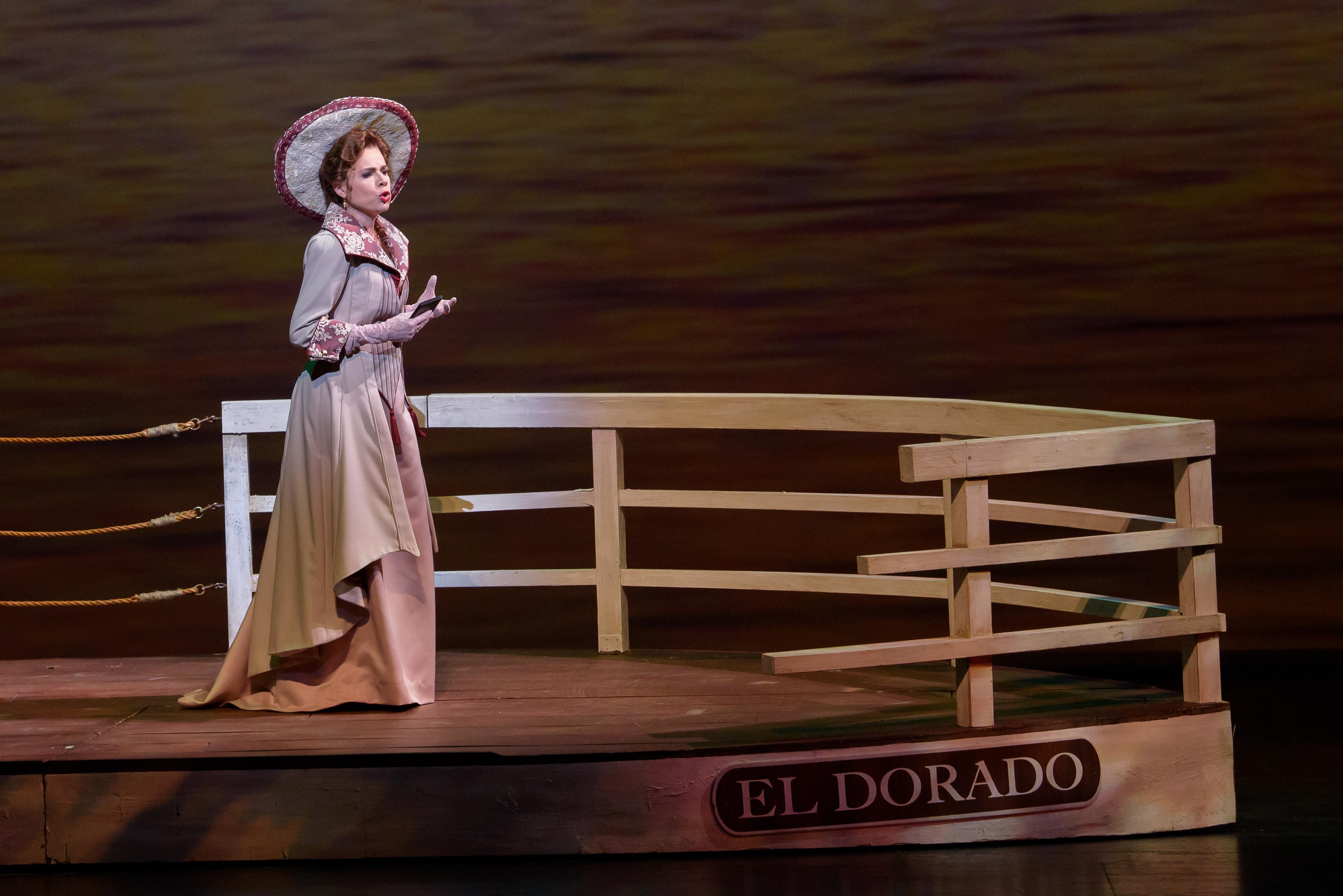 Martínez in ''Florencia en el Amazonas'' at the [[Florida Grand Opera]] in 2018