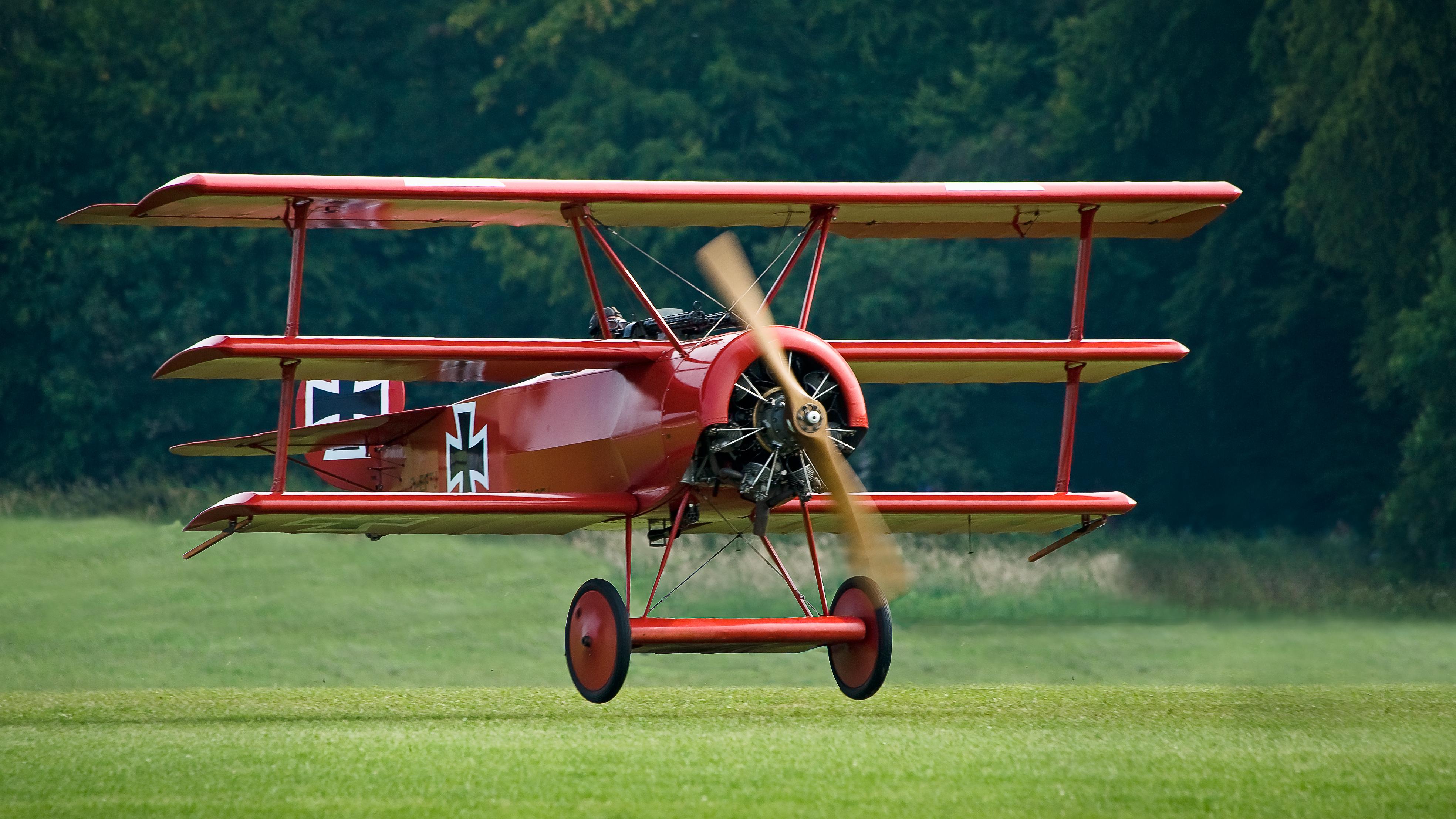Ein Nachbau des Dreideckers, Fokker Dr.1 wie er auch von Manfred von Richthofen geflogen wurde