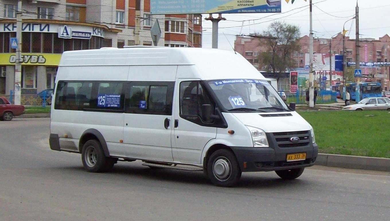"""Городские власти пообещали  """"еще раз попросить """" перевозчиков, чтобы те при повышении тарифов учитывали длину маршрута."""