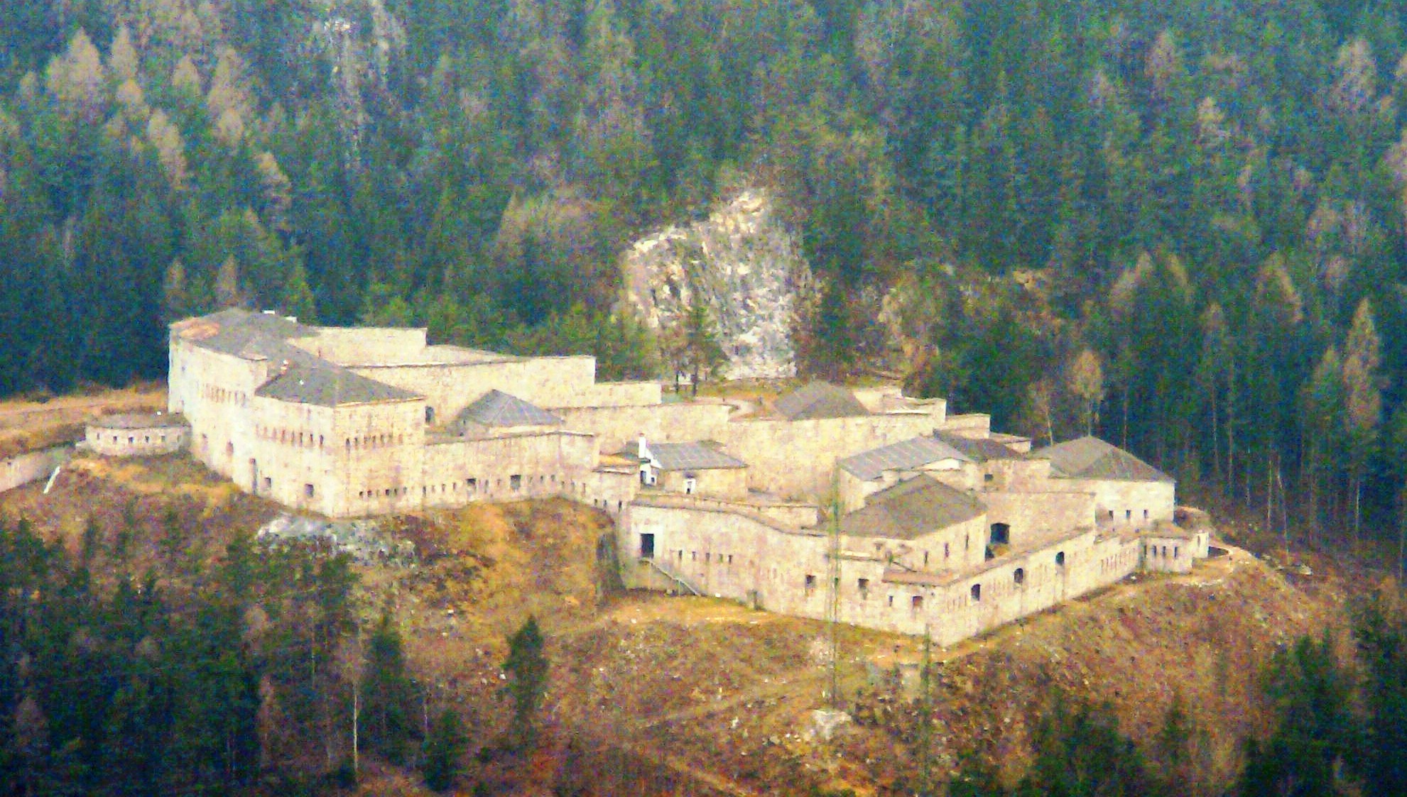 File:Fortezza da Spinga.JPG - Wikimedia Commons