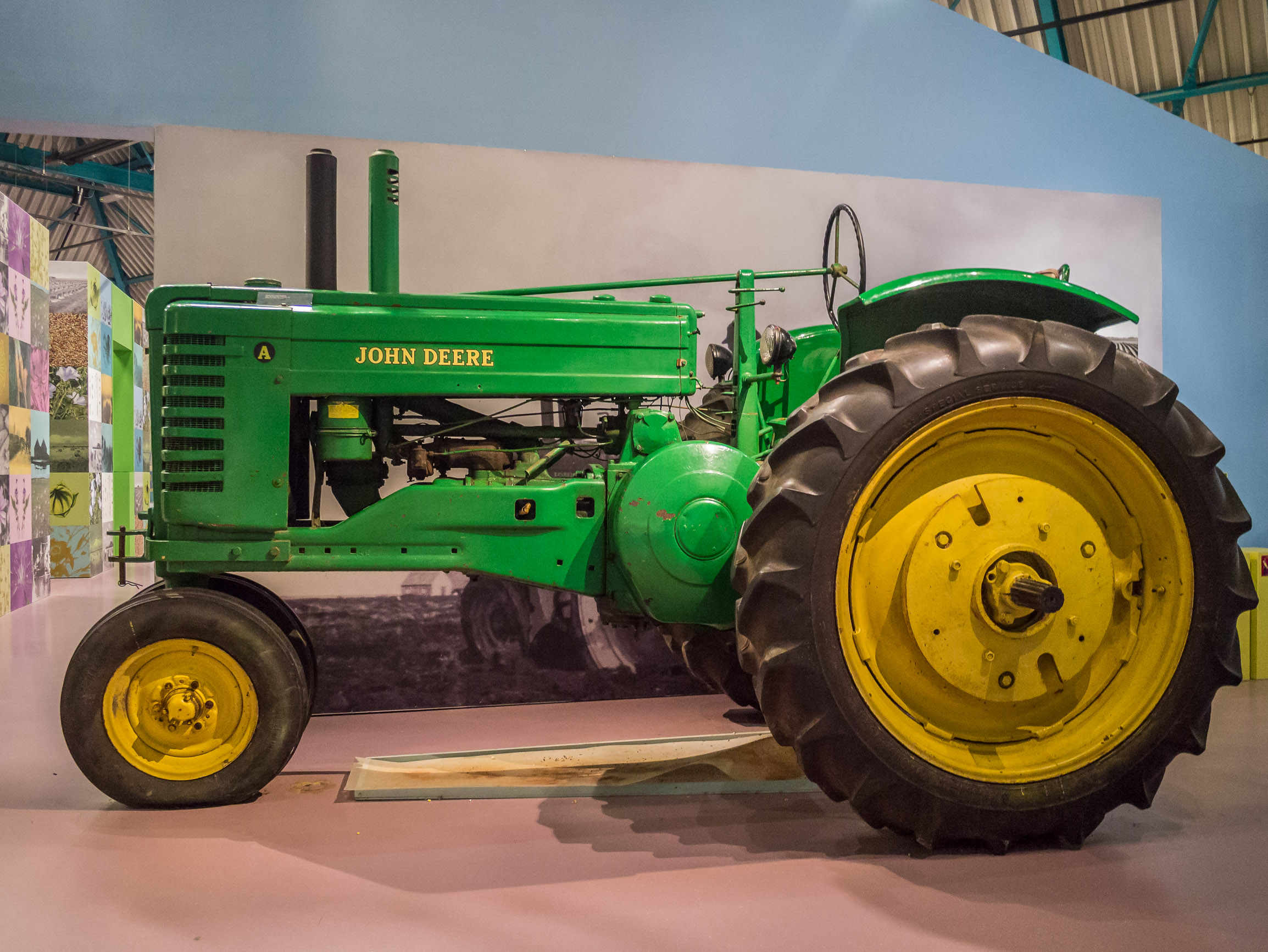 FileFries Landbouwmuseum Earnewld  John Deere trekkerjpg