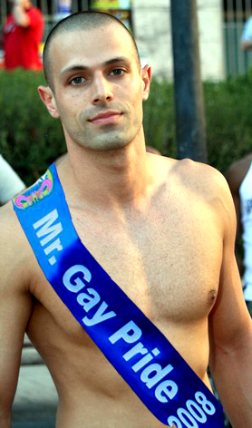 Picture Of A Gay Guy 120