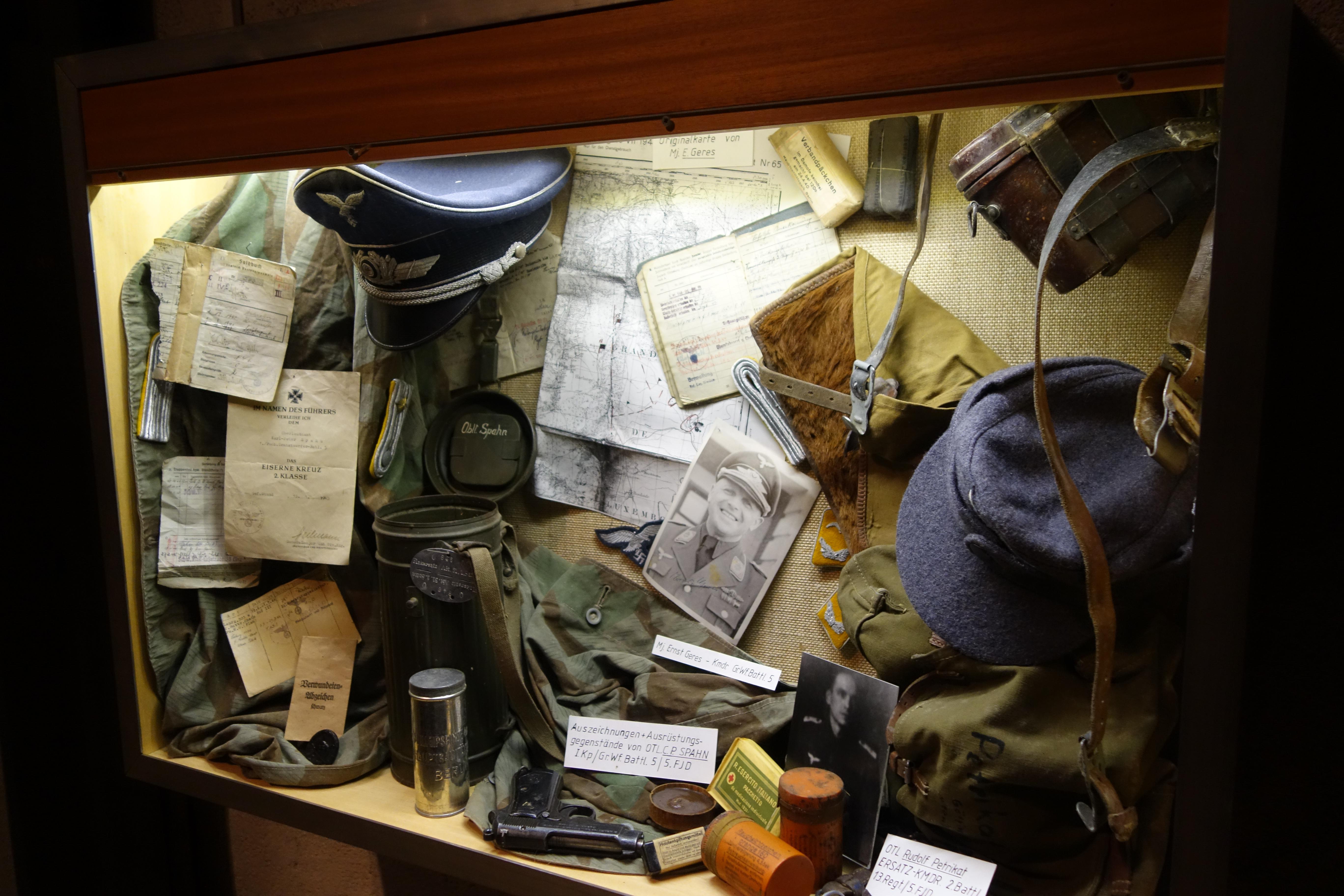 File:German WWII militaria (32038096481) jpg - Wikimedia Commons