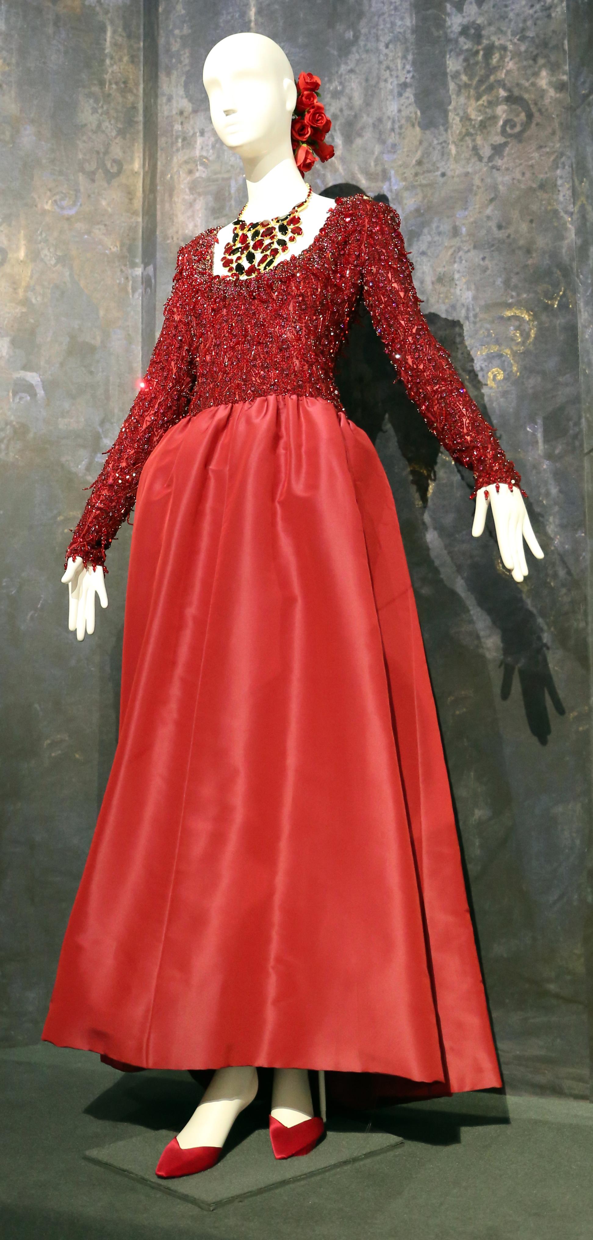 Vestiti Da Sera Wikipedia.File Givency Vestito Da Sera Inverno 1994 Jpg Wikimedia Commons