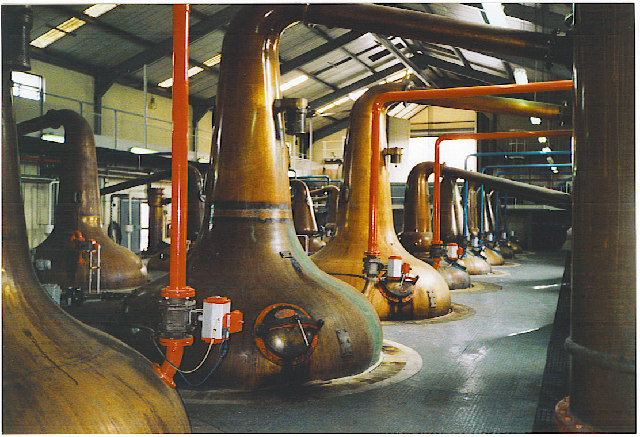 ファイル:Glenfiddich Distillery stills.jpg