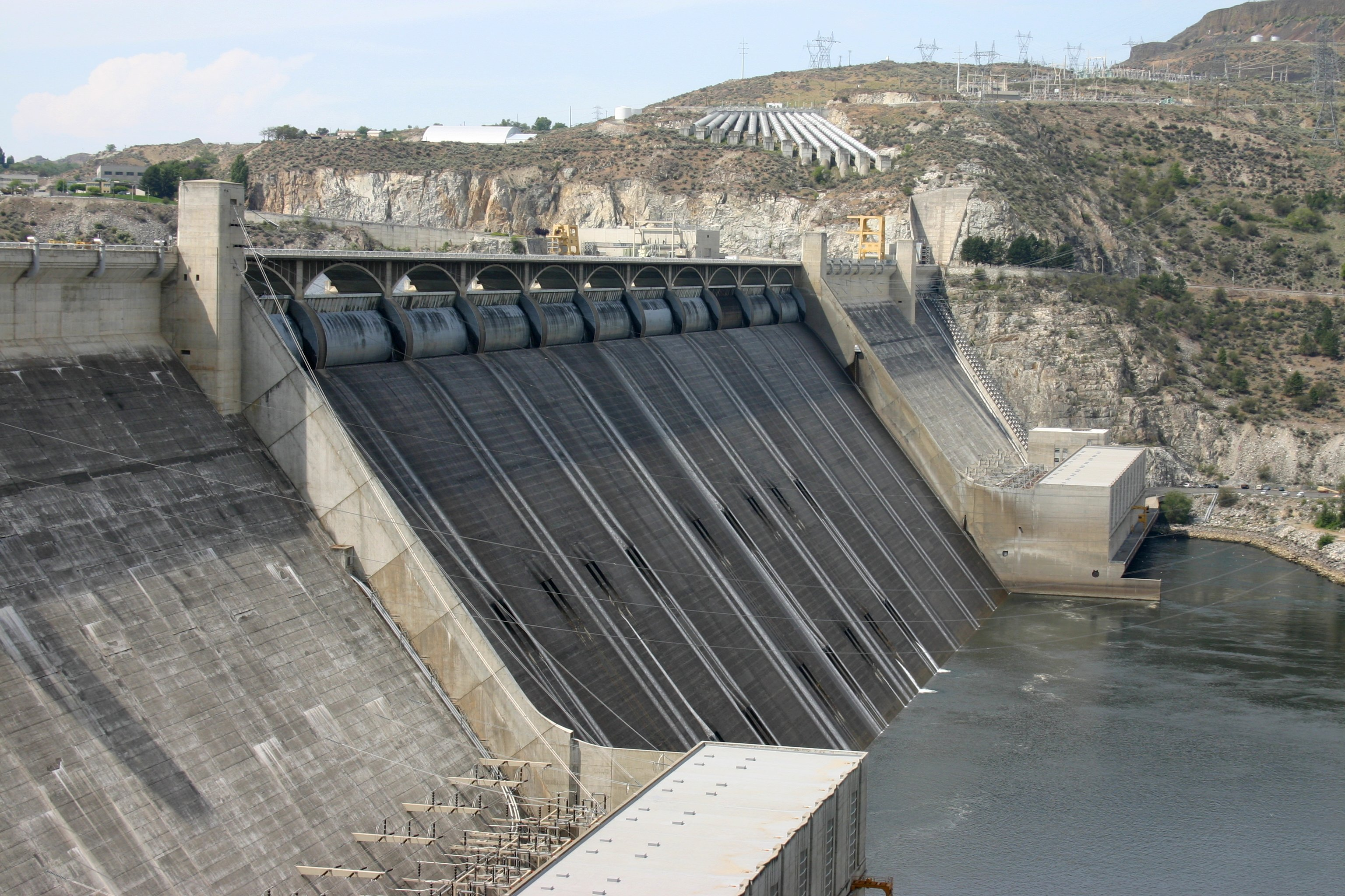 File:Grand Coulee Dam spillway.jpg - Wikimedia Commons