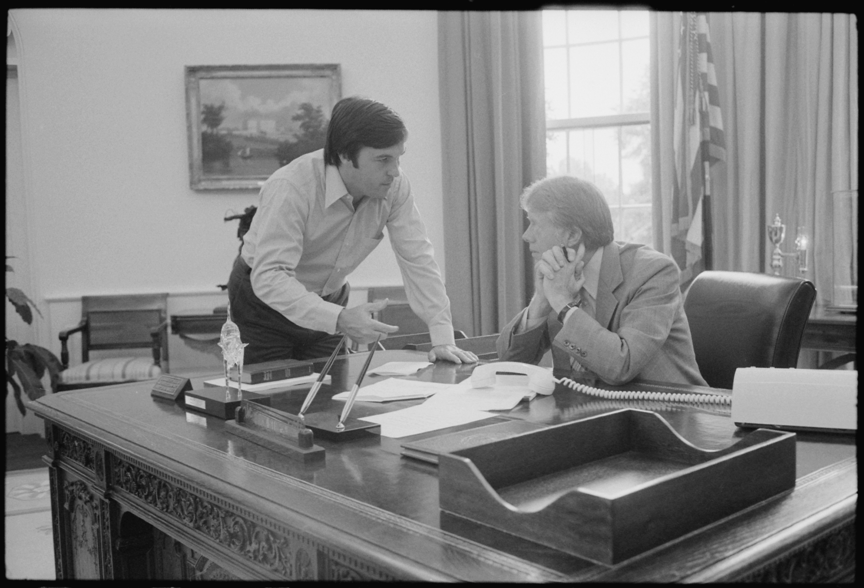 jimmy carter oval office. File:Hamilton Jordan Consults With Jimmy Carter In The Oval Office. - NARA Office