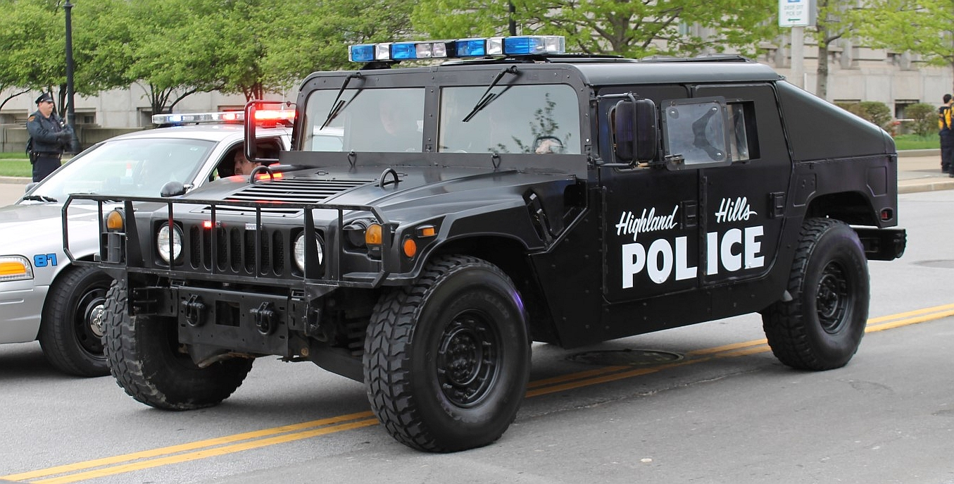 Hummers For Sale >> File:Highland Hills, Ohio - police vehicle.jpg - Wikimedia ...
