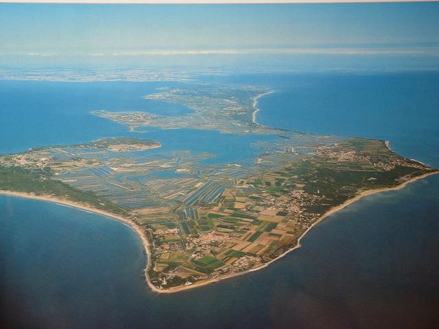 L'île de Ré, vue depuis le nord-ouest.