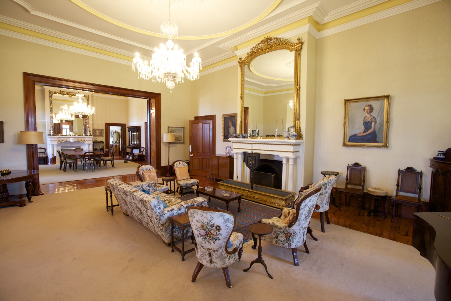 File:Jimbour House - Inside - Living Room 2.jpg