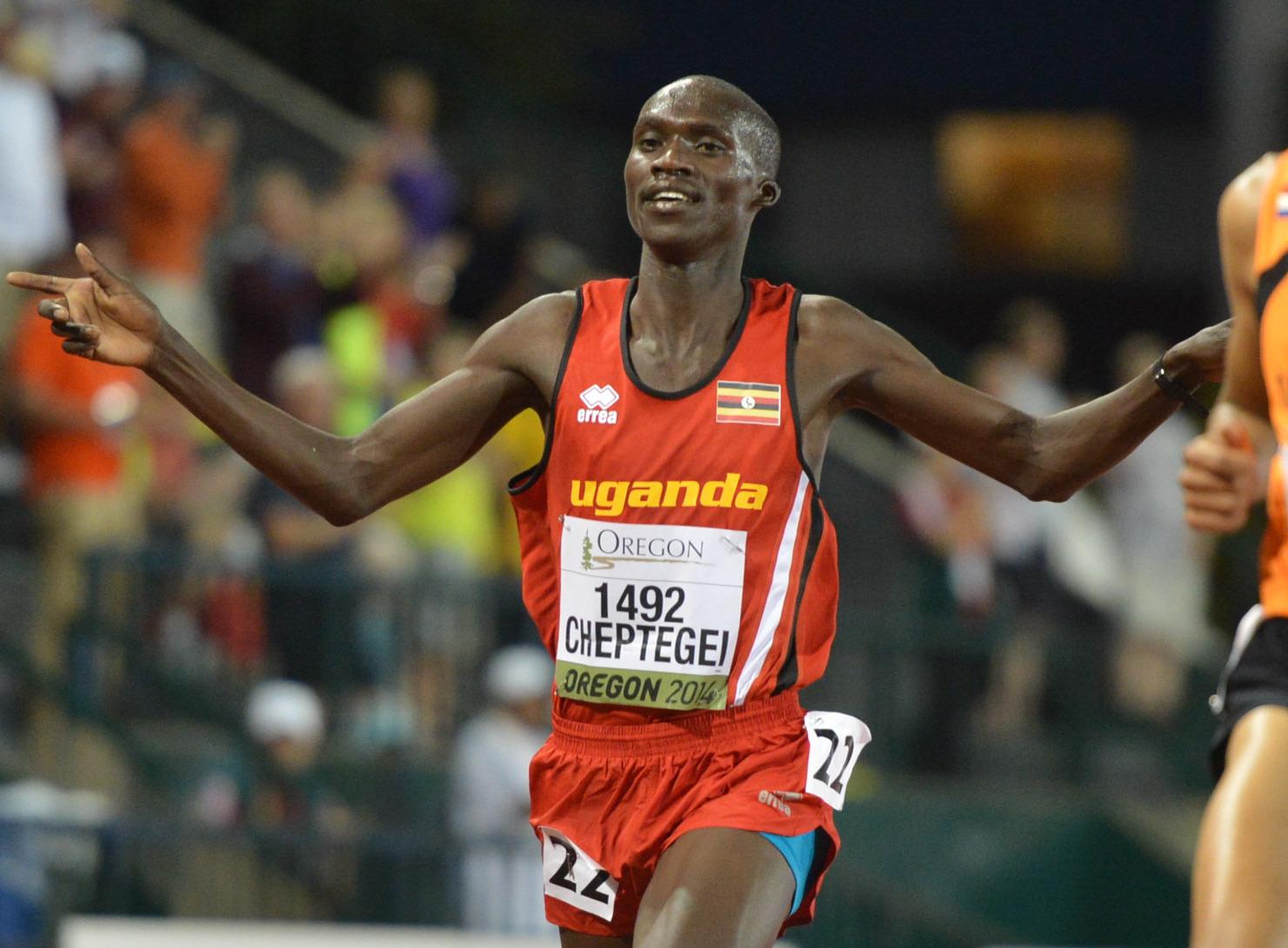Известный угандийский легкоатлет Джошуа Чептегеи побил мировой рекорд в беге на 5000 метров