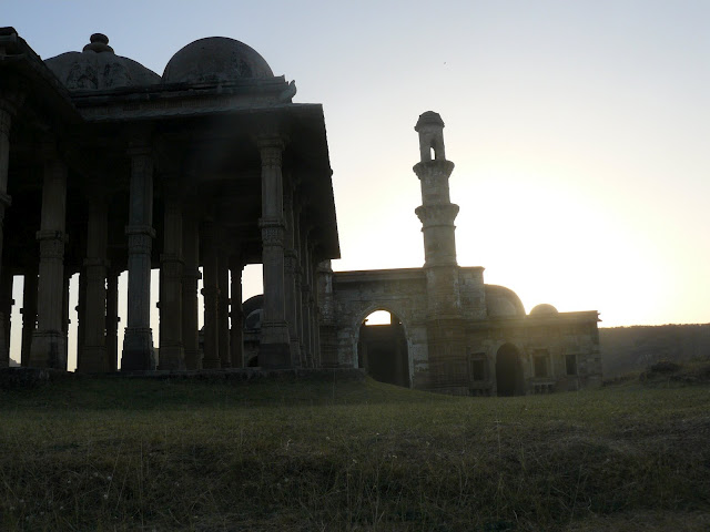 File:Kevada Masjid, Champaner 08.JPG