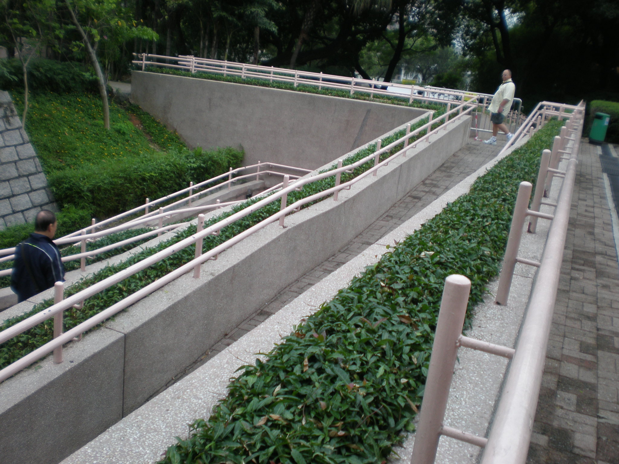 File Kowloon Park eastern exit wheelchair ramp JPG Wikimedia mons