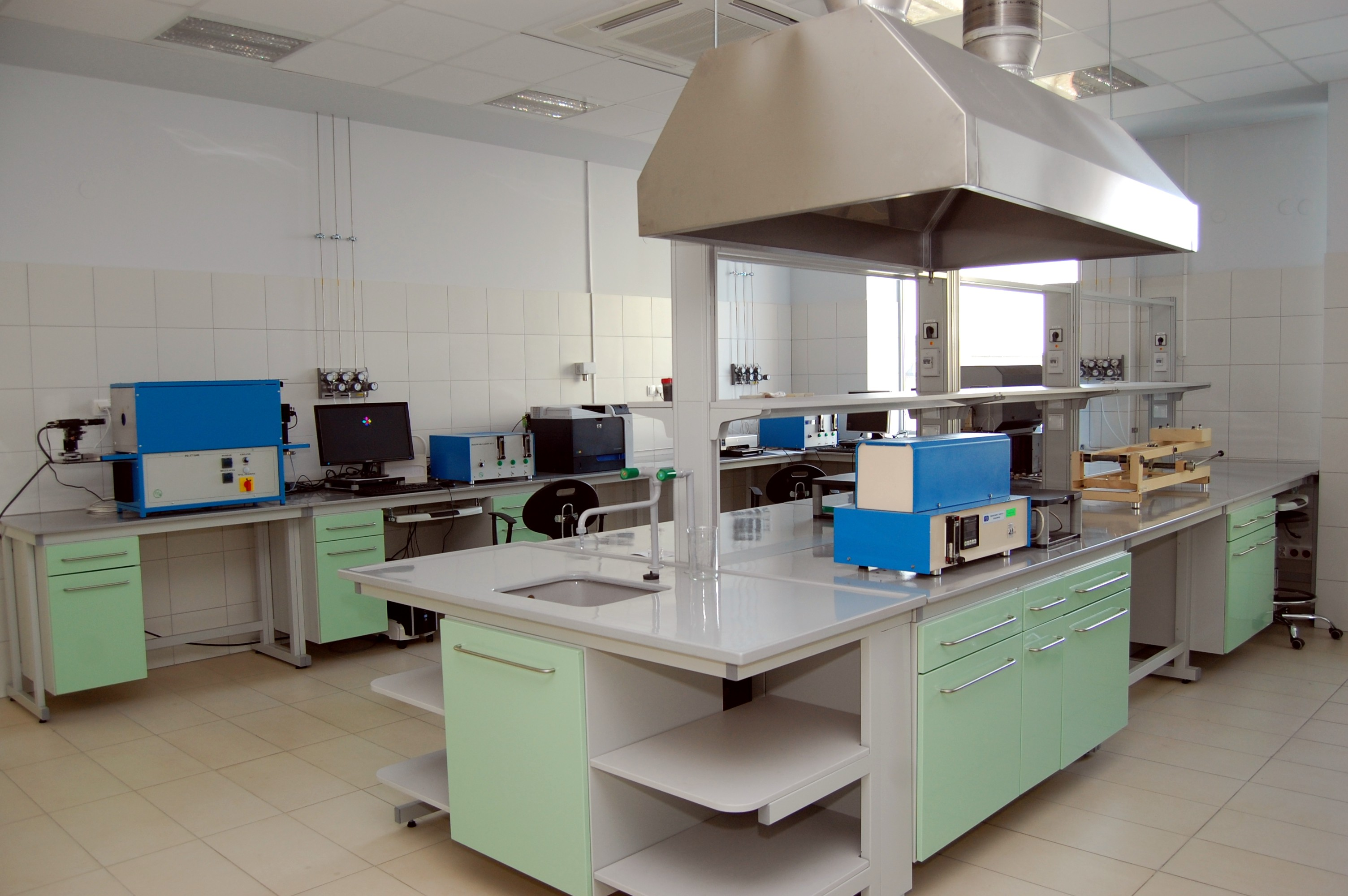 Lab equipment 7.JPG