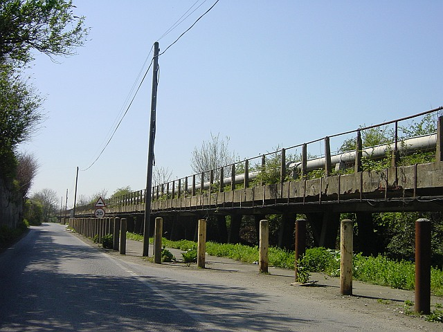 Light railway viaduct and steam pipe, Sittingbourne - geograph.org.uk - 4976